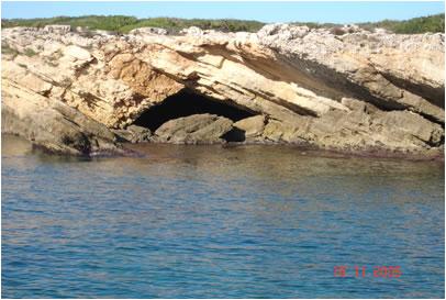 """Falesia – grotta della """"Pillirina"""" versante Nord"""