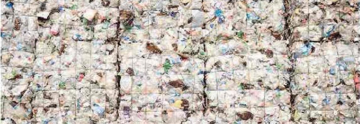 """STAMPA  Piano Ue contro la plastica """"Imballaggi riciclabili al 100%"""" *di Marco Bresolin"""
