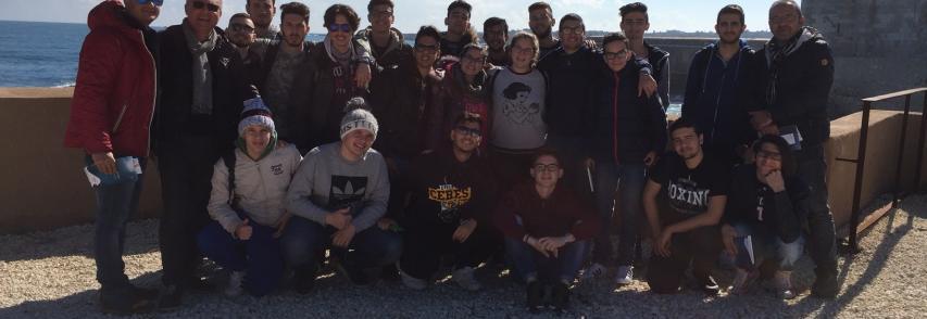 Visita a sorpresa degli studenti ex Nautico