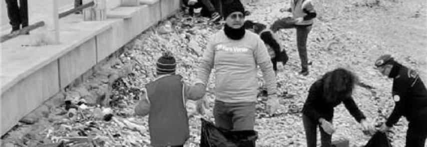 Bari, l'iniziativa di Fare Verde- Difendi il tuo mare da un mare di plastica